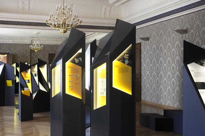 Стена с узорами на выставке