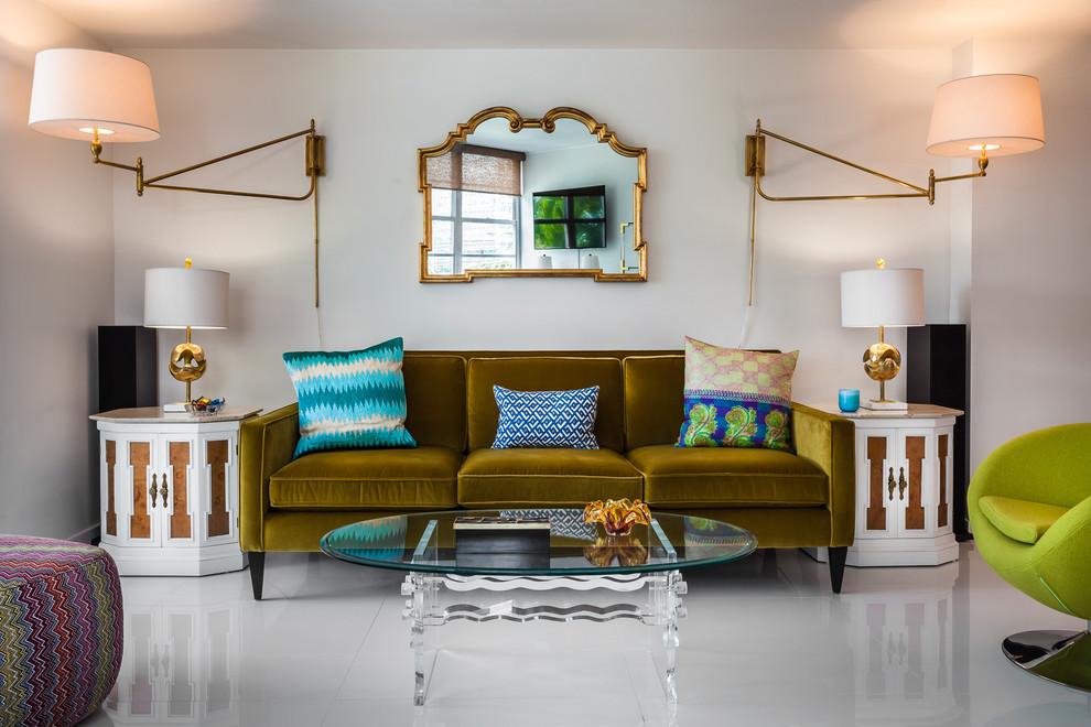Красивые настенные лампы в интерьере гостиной