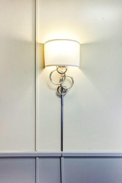 Восхитительный настенный светильник в интерьере