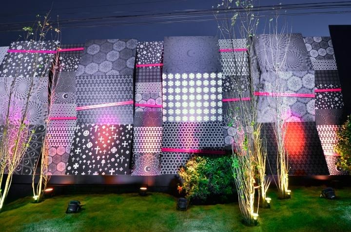 Креативное оформление стен в доме дизайна