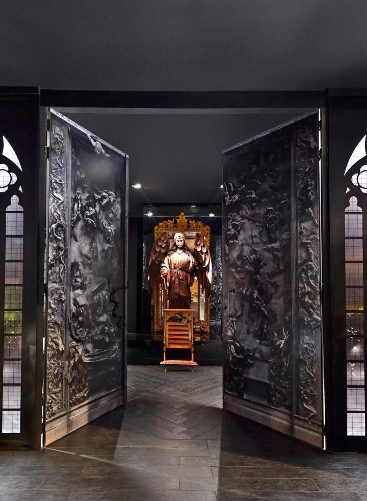 Скульптура в интерьере здания дизайна