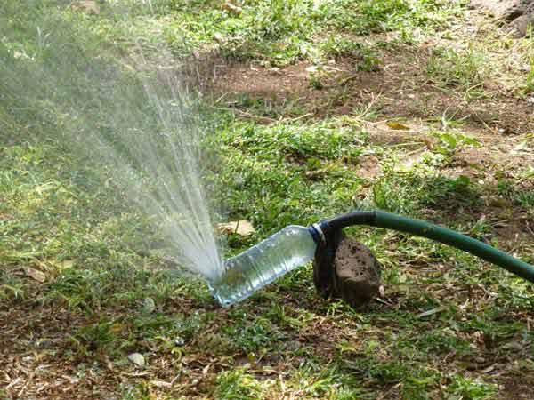 Разбрызгиватель воды для сада из пластиковых бутылок