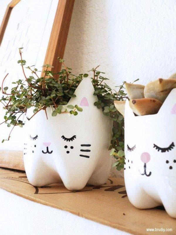 Горшки из пластиковых бутылок в виде кошек