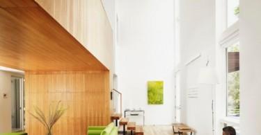 Яркие цвета мебели в помещении