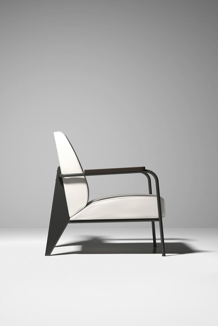 Кресло на выставке Prouvé RAW