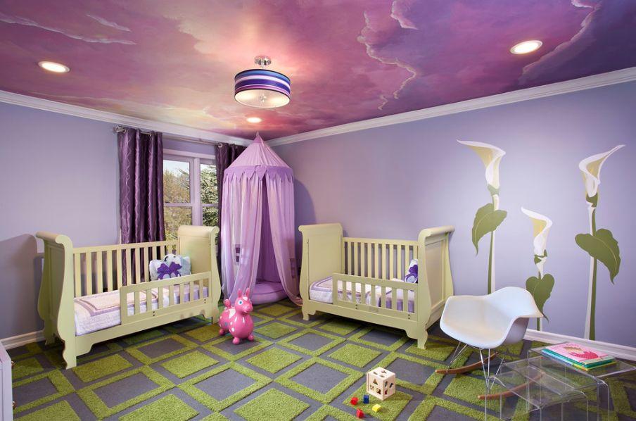 Фиолетовый потолок в детской