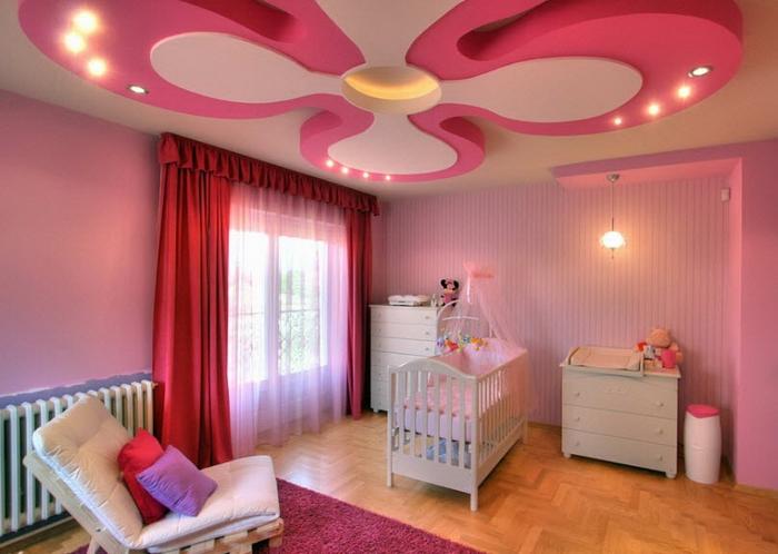 Подвесной потолок розового цвета в детской