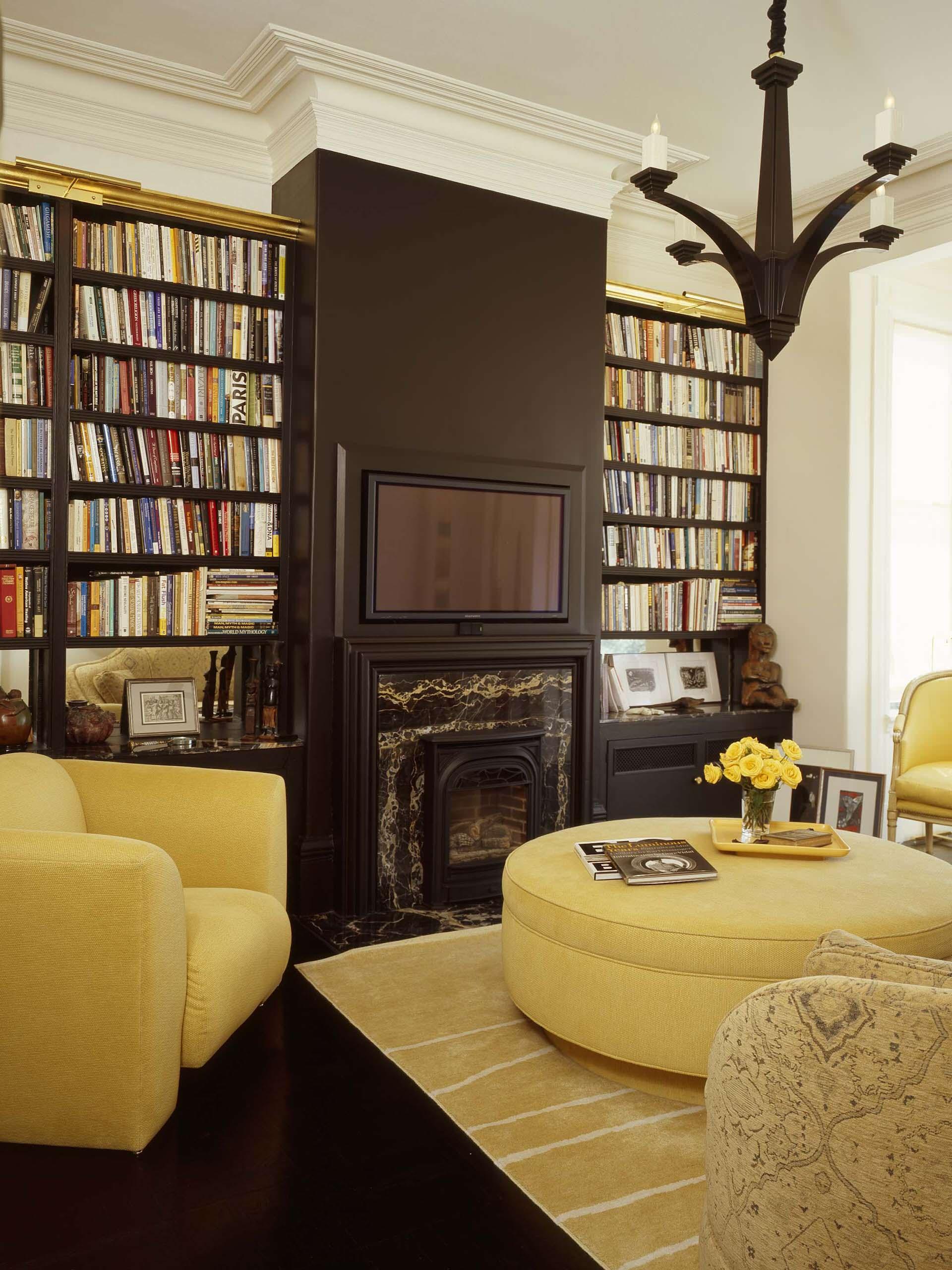 Желтая мебель в гостиной