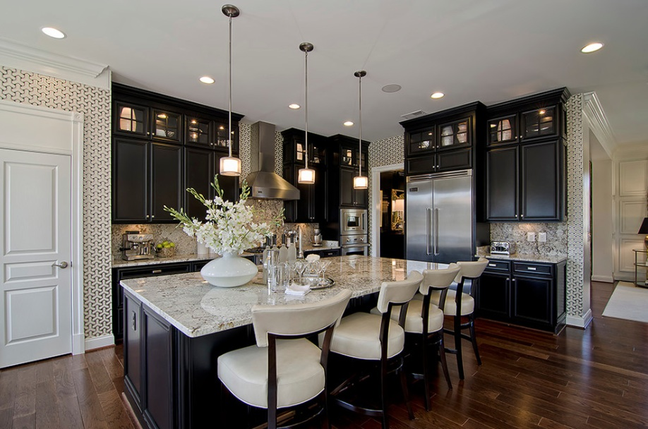 Черная мебель на кухне