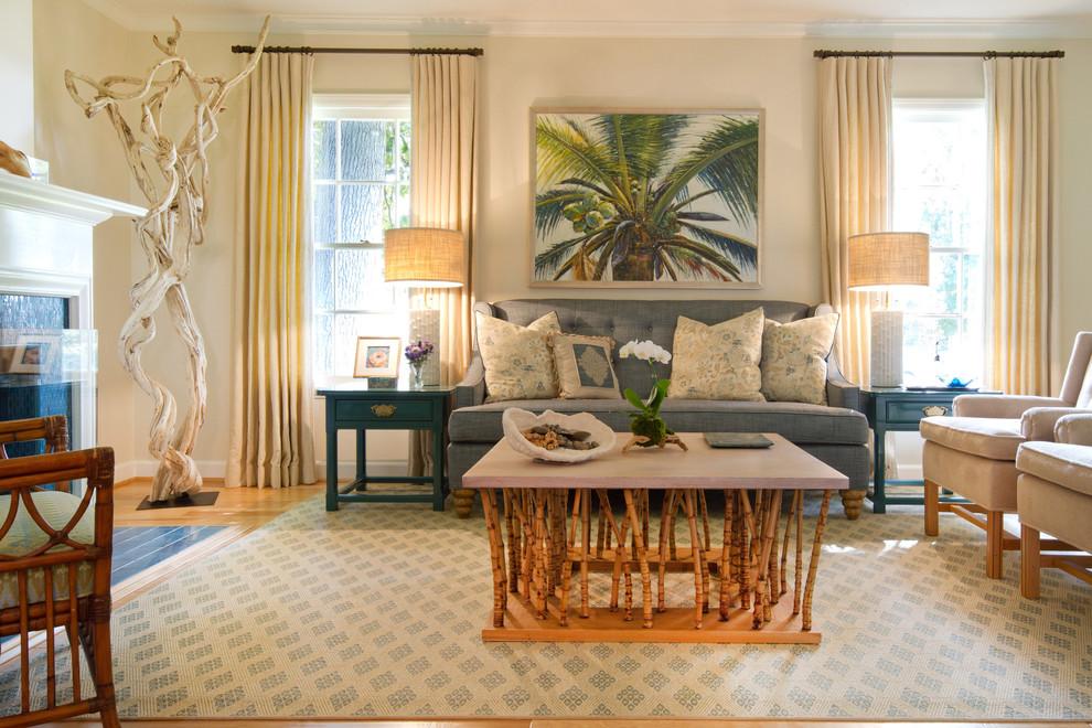 Журнальный столик из бамбука в гостиной