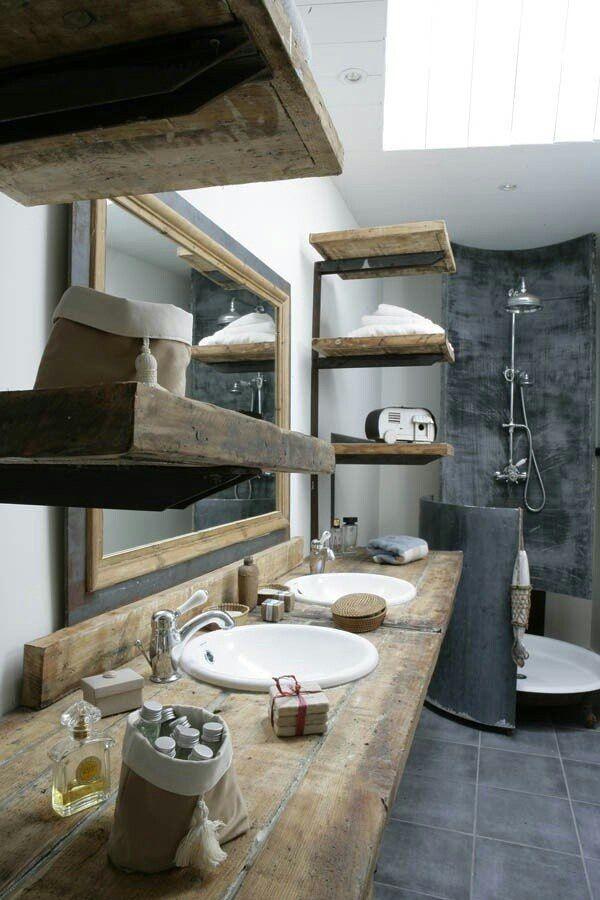 Роскошный интерьер ванной в деревенском стиле