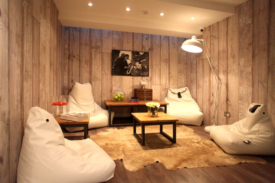 Дизайн с бескаркасной мебели