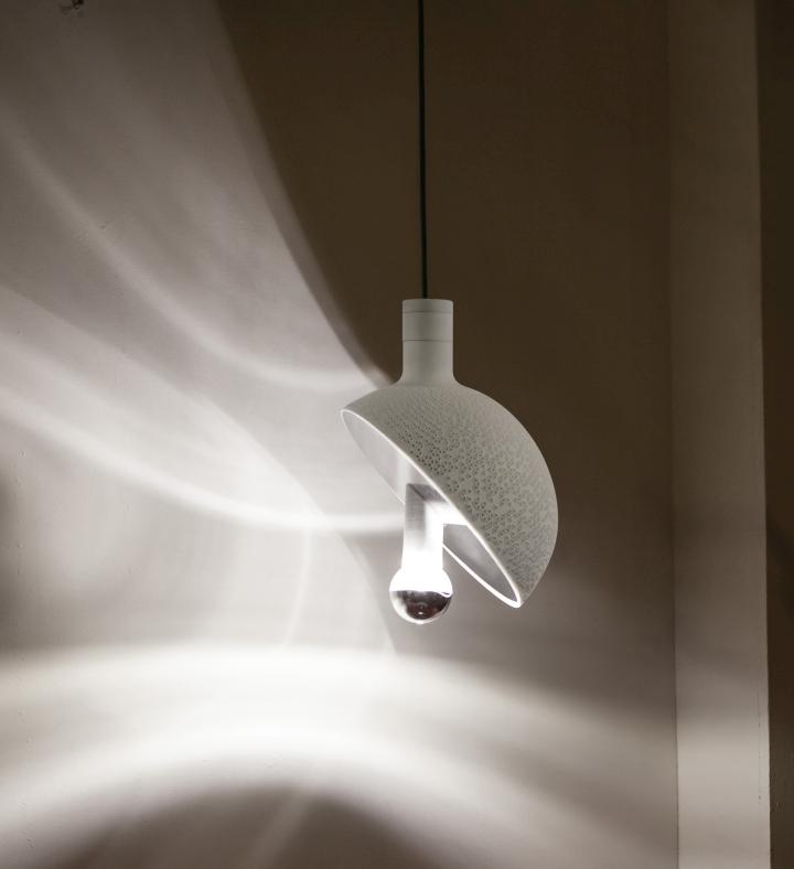 Подвесной светильник-полусфера нейтрального цвета - Section lamp от Marco Lafiandra