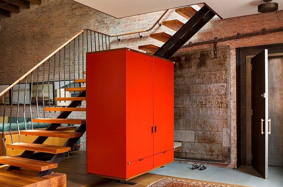 Лестница на второй этаж апартаментов Sensational NYC Loft в Нью-Йорке