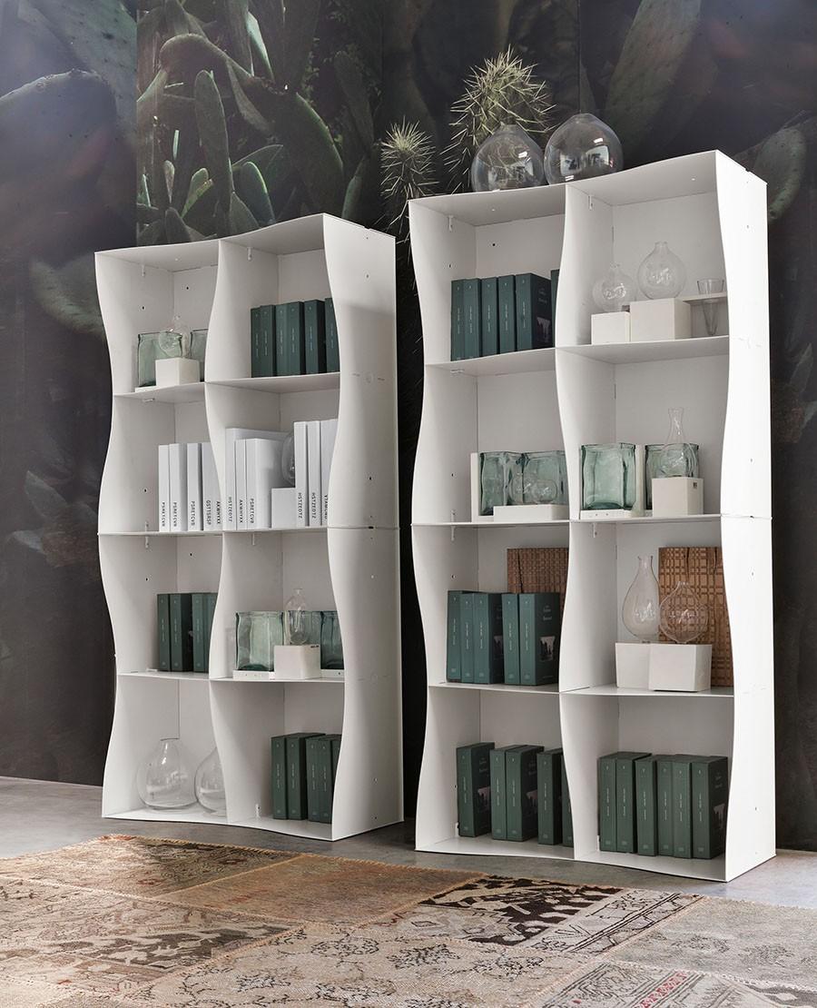 Белые стеллажи для книг