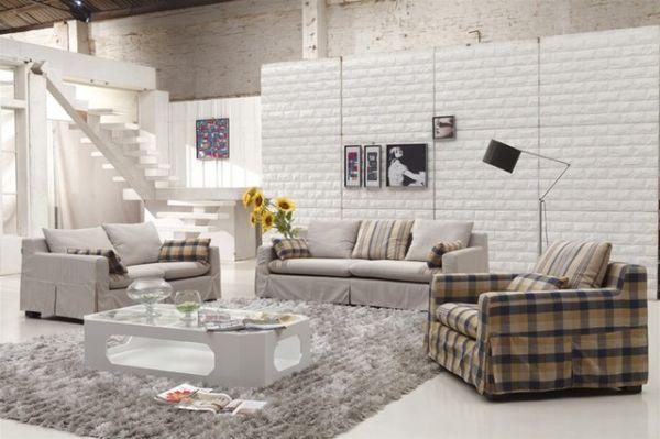 Гостиная в промышленном стиле с окаймленными диванами