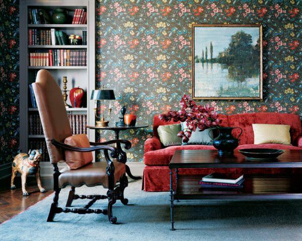 Окаймленный бархатный диван красного цвета