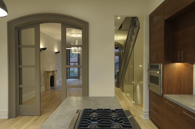 Серые раздвижные двери