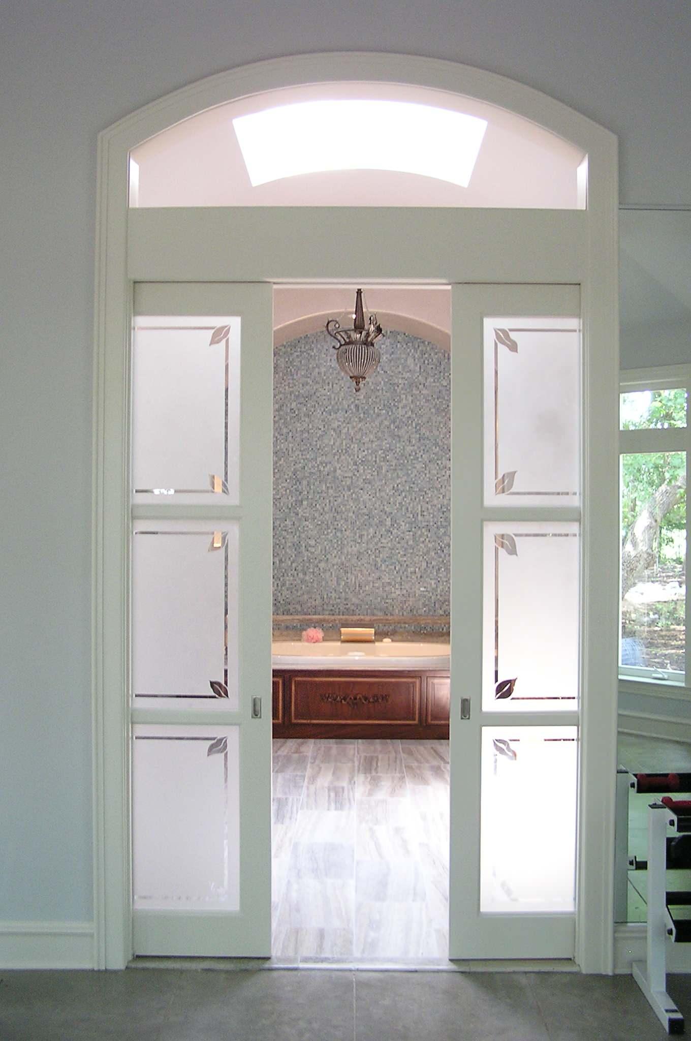 Белые раздвижные двери