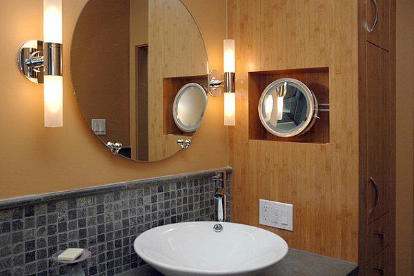 Необычное бра в ванной комнате