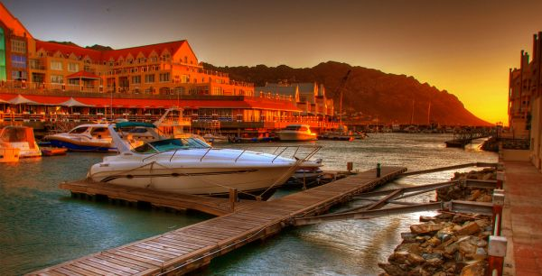 Закат над побережьем Гордонс-Бей в ЮАР