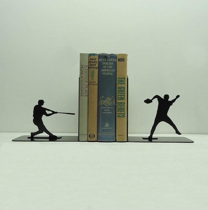 Подставка для книг в форме бейсболистов