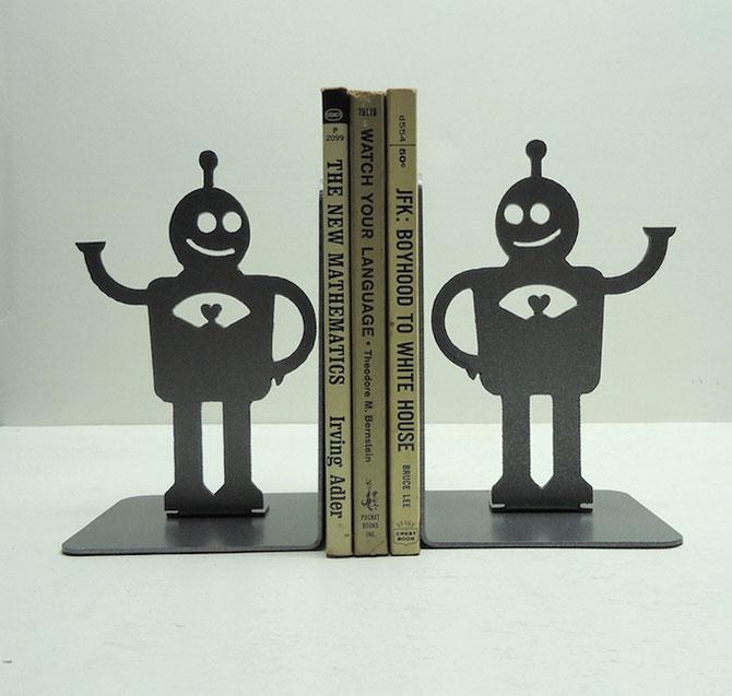 Подставка для книг в форме роботов