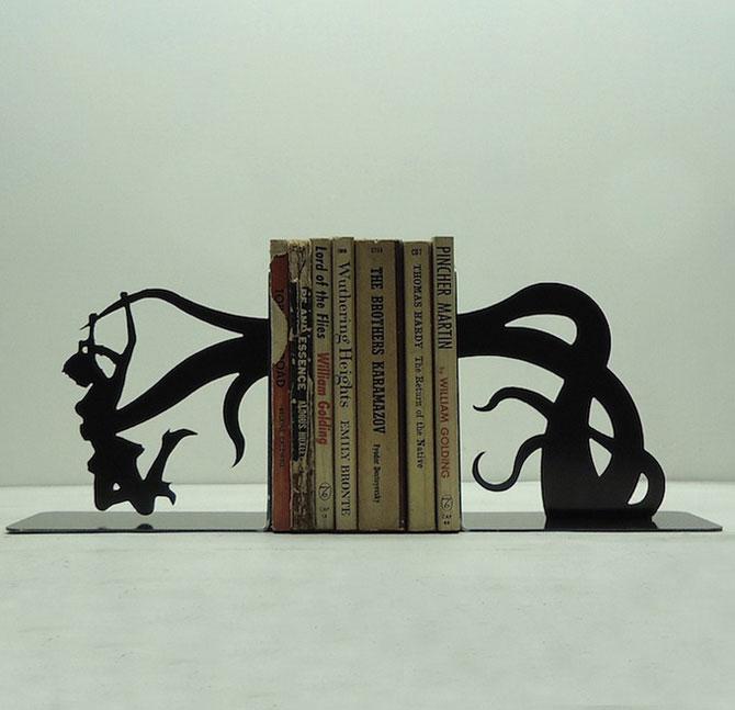 Подставка для книг в форме падающей леди