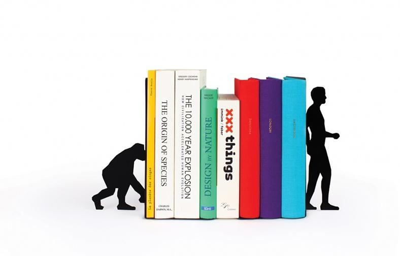 Подставка для книг в форме обязаны и человека