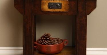 Старинный деревянный столик
