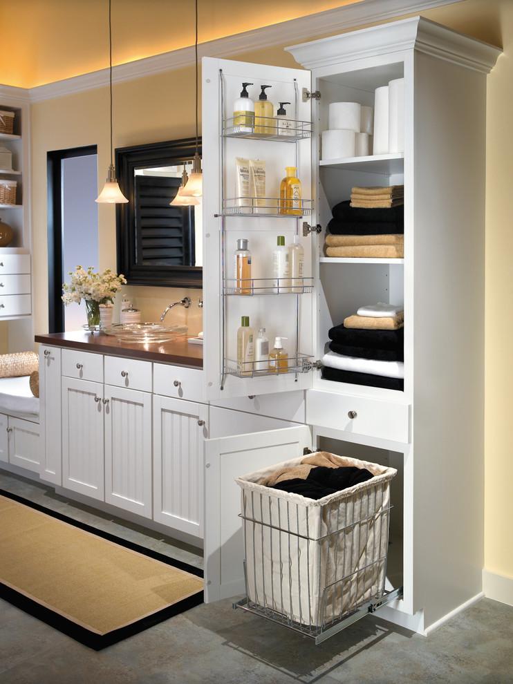 Шкаф в белом цвете для хранения