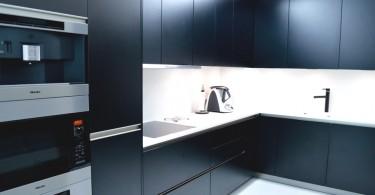 Абсолютный лаконизм цвета и формы в интерьере апартаментов HALFFLOORS в Португалии