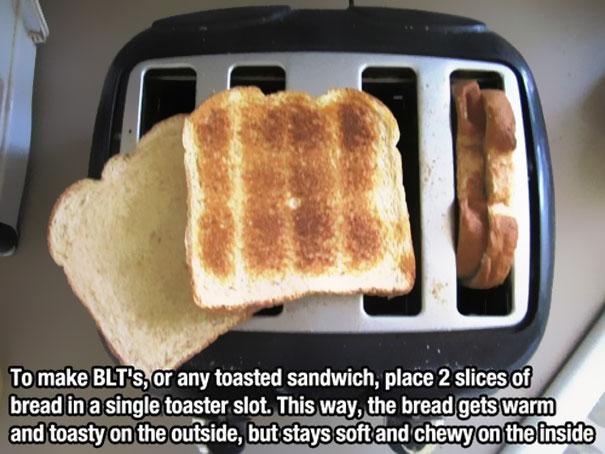 Тостер с поджаренным хлебом