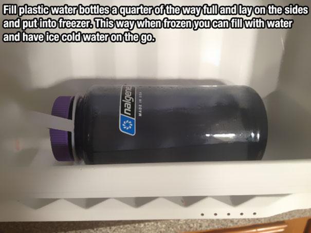 Замороженная вода в бутылке