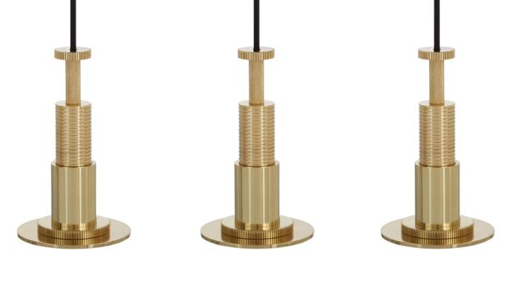 Подвесные светильники в золотистом облике Cog от Тома Диксона
