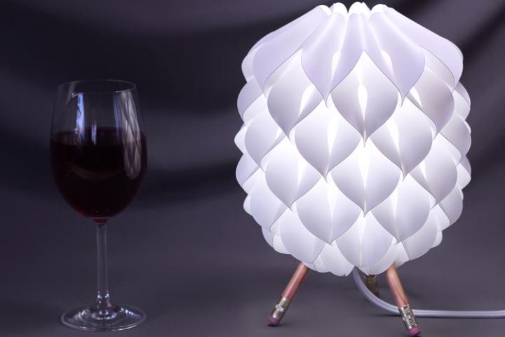 Белая настольная лампа Niki от Сандера Баккера