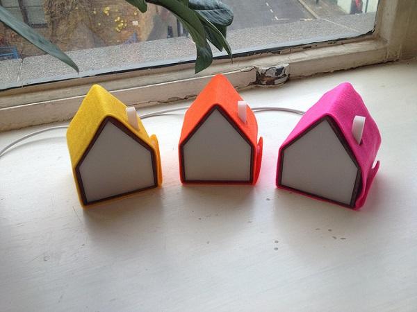 Настольные лампы в разноцветных чехлах