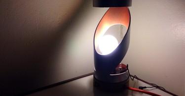 Максимальная энергоэффективность и безупречный стиль в образе настольной лампы K.E.R.S
