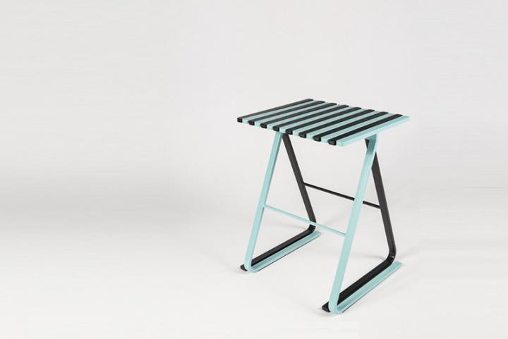 Универсальные стулья Tabouret LS01 с деревянными дощечками на изогнутых металлических ножках в чёрном и зелёном цвете