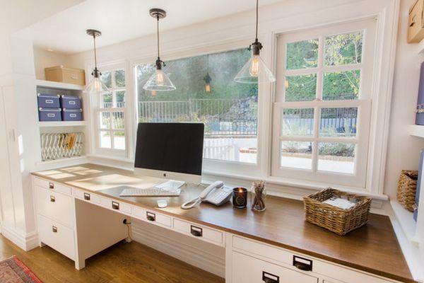 Подвесные светильники на рабочим столом в кабинете