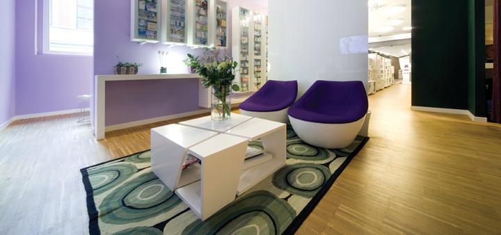 Кресла The Orbital с фиолетовыми матрасами от Christophe Pillet