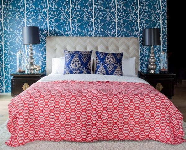 Разноцветные узоры в спальне