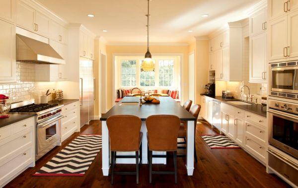 Коврики с геометрическими рисунками на кухне