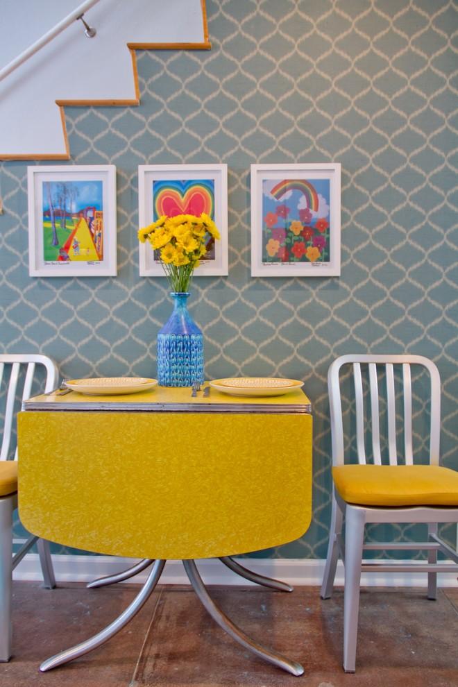 Желтый раздвижной стол