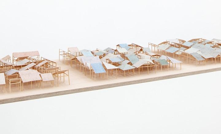Экспозиция из деревянной мебели в павильоне на выставке