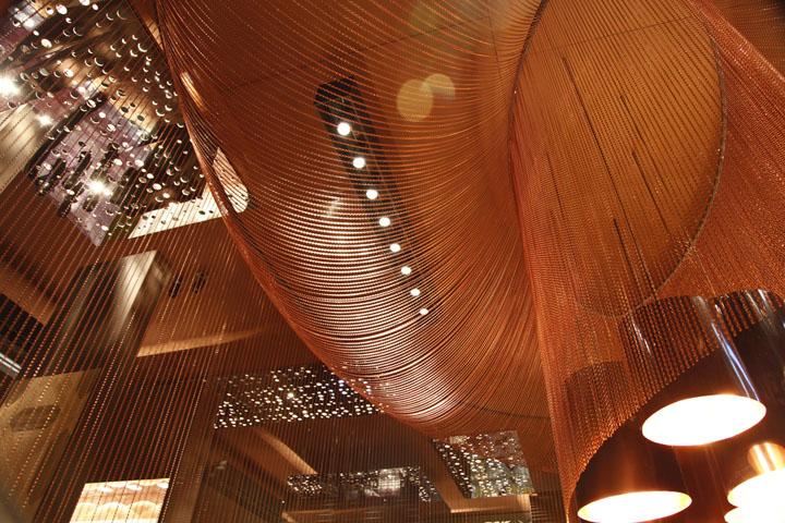 Креативное оформление потолка павильона на выставке