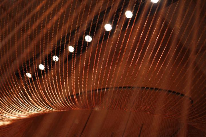 Точечное освещение в павильоне на выставке