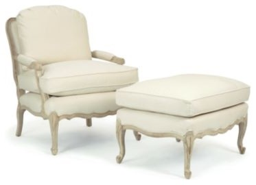 Кресло с пуфиком в традиционном стиле
