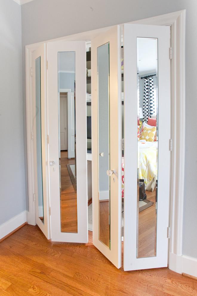 Двери в гардеробную раздвижные фото
