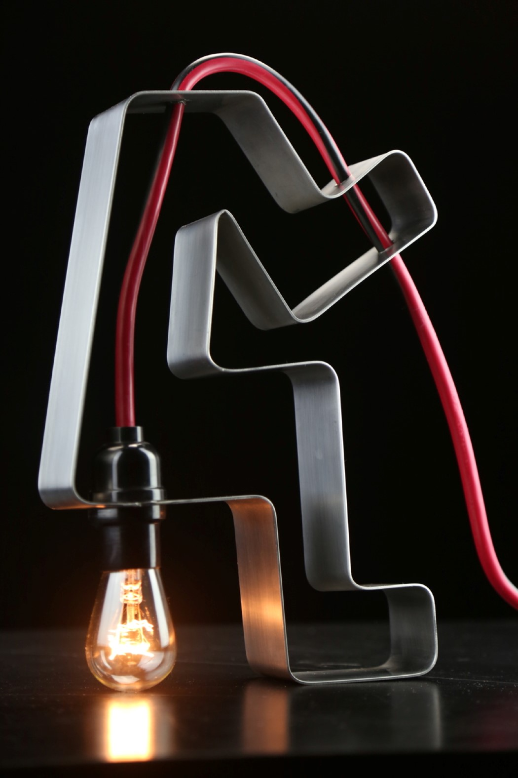 Дизайнерская лампа накалывания